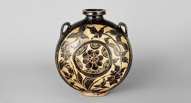 zh 黒釉掻落牡丹文扁壺 中国・西夏時代 12~13世紀