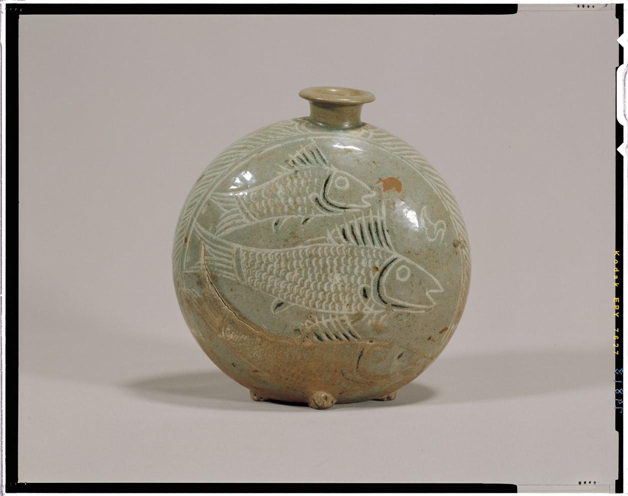 zh 粉青象嵌魚文扁壺 朝鮮半島の古陶磁 15c