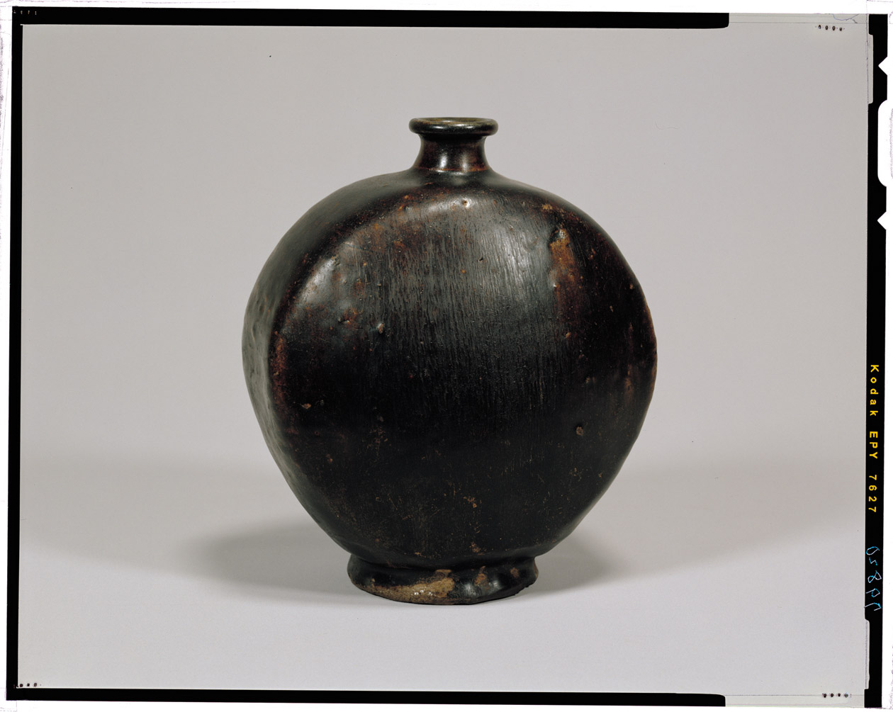 zh 黒釉扁壺 朝鮮半島の古陶磁 15-16C
