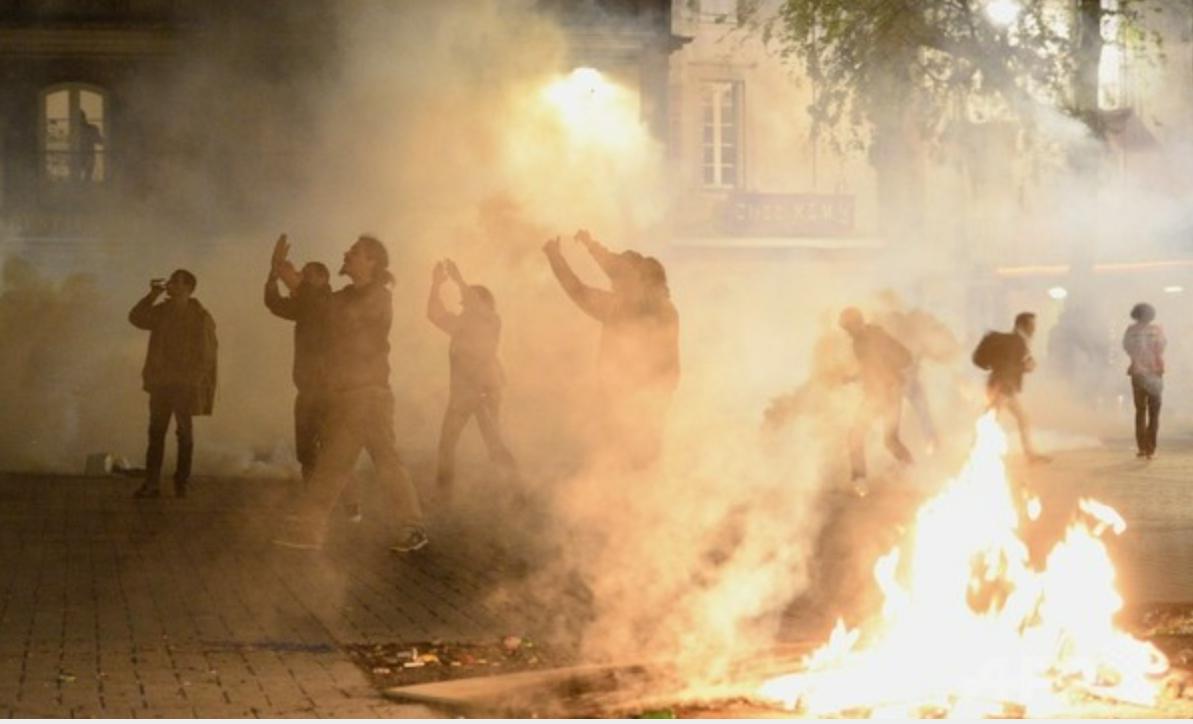フランス労働法改正反対デモ