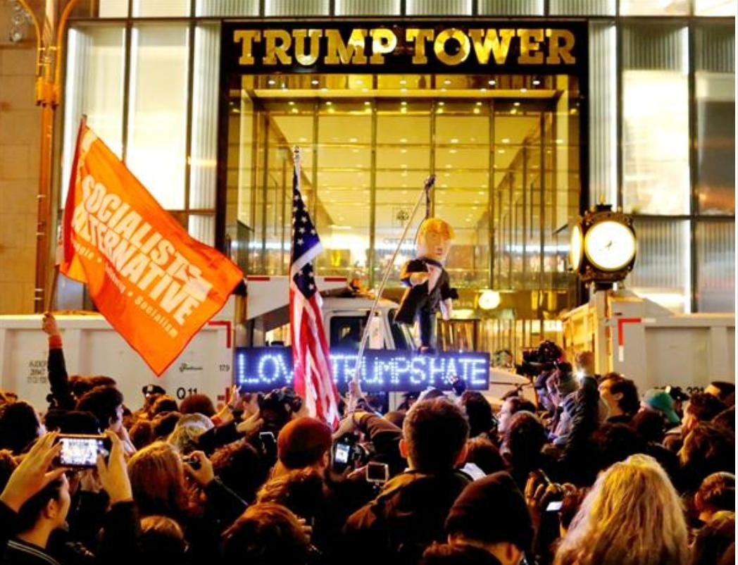 トランプタワー前のデモ