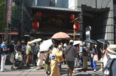 橋弁慶山の観衆