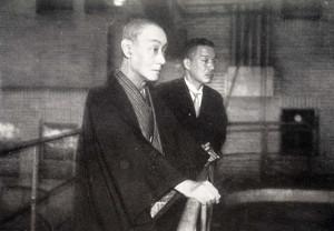 スケートに見入る中村鴈治郎