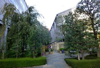 京都ホテルオークラ西側の公園