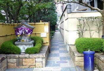 京都ホテルオークラ西側の路地