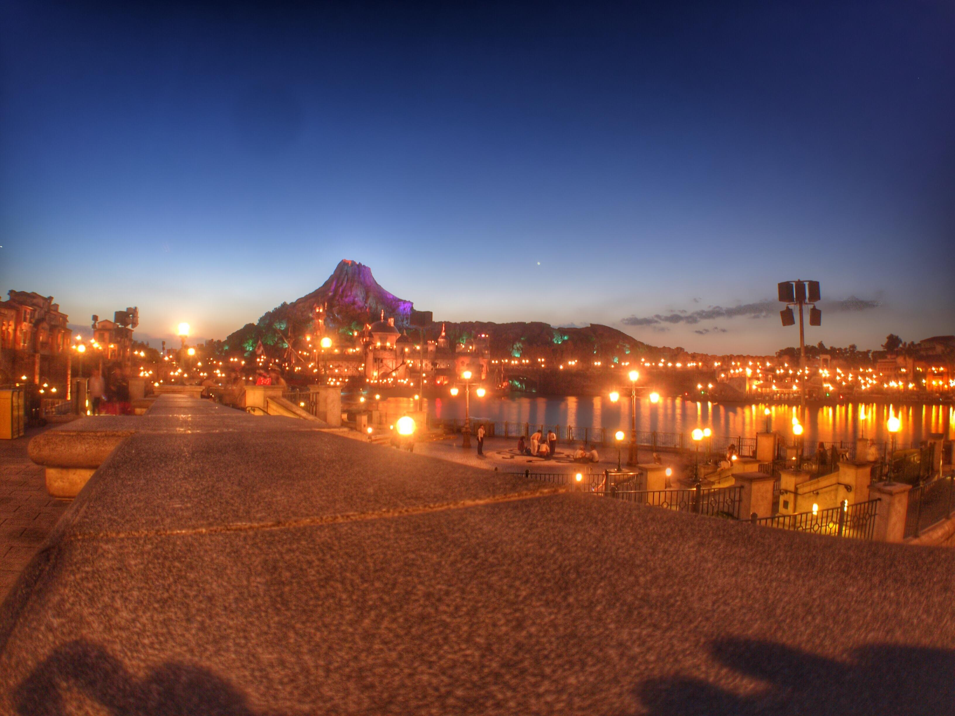 プロメテウス火山夜