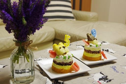 8-6ふるうたケーキ横