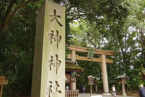 10-22三輪神社鳥居前
