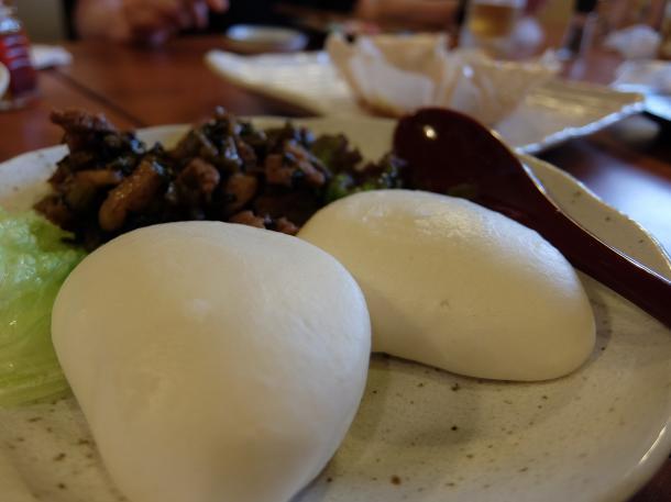豚肉味噌炒めと中華パン