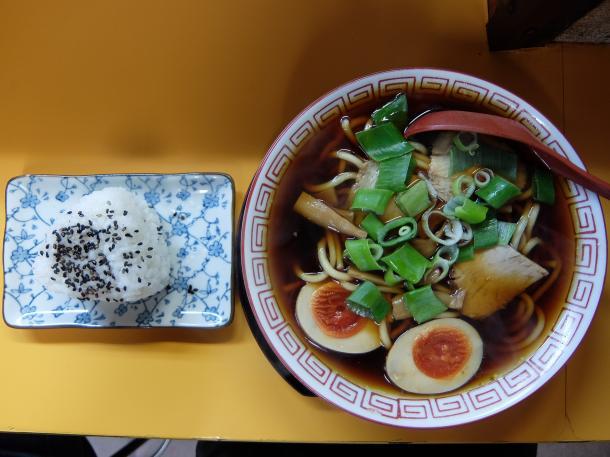 中華そば、味玉とおにぎり