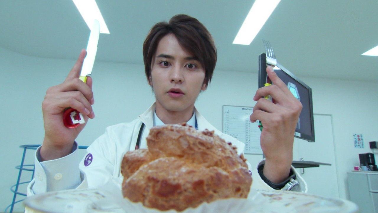 エグゼイド#6シュークリームをナイフとフォークで食す男