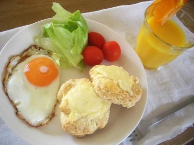 朝食(チーズスコーン)