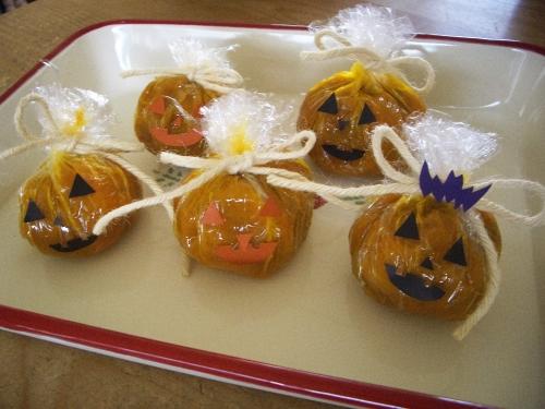 ハロウィン手作りおやつ(かぼちゃの茶巾)