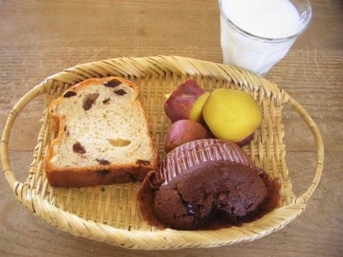 朝食(蒸しパン)