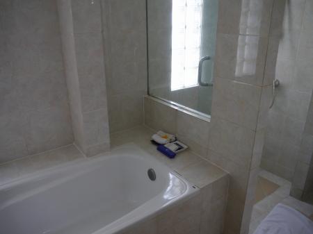 バスルームとシャワー