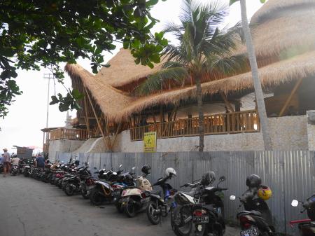 建設中のビーチクラブ