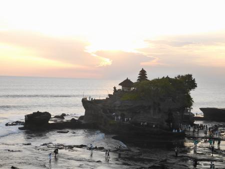 日没少し前のタナロット寺院