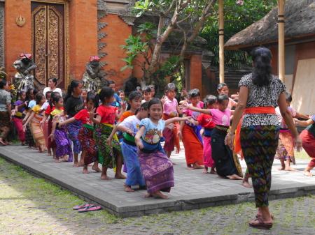 王宮でのダンスの練習