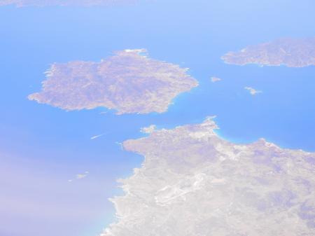ミロス島上空