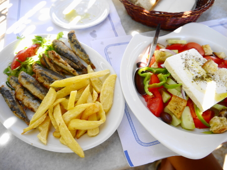 スタブロスビーチ昼食