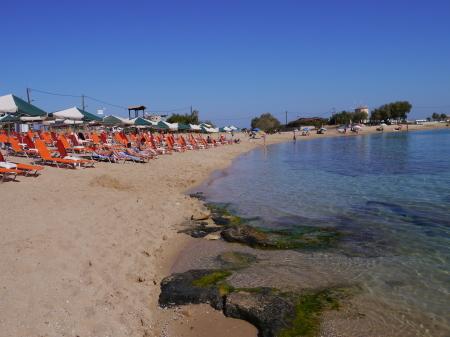 午前中のスタブロスビーチ