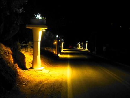 アパート前夜道
