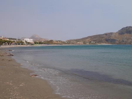 プラキアスバス停前の海
