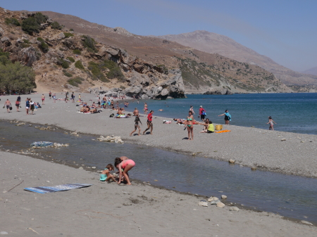 にぎわいを増すプリベリビーチ