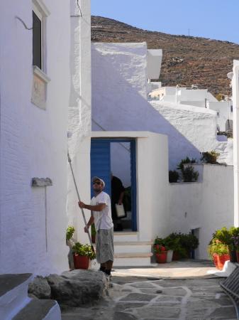 ペンキを塗る村人
