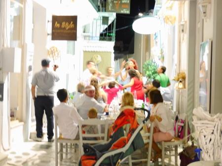 路地裏のギリシャダンス