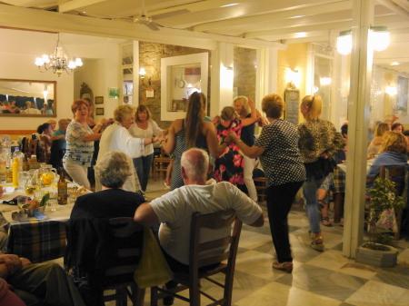 タベルナでのギリシャダンス