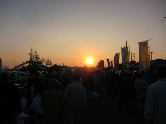 夜明前から始まる八戸朝市