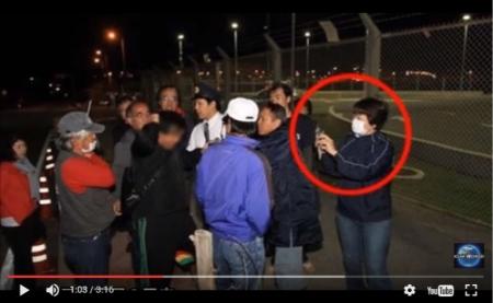 【動画】沖縄、左翼が汚したフェンス掃除中の男性が集団暴行→名護市議「翁長久美子」が被害者の顔を執拗に撮影 [嫌韓ちゃんねる ~日本の未来のために~ 記事No12939