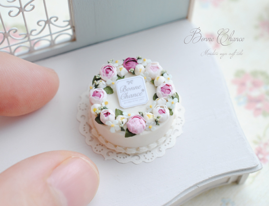 Miniature sugar craft cakett