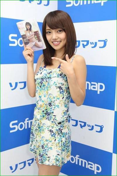 DVD「LOVE&HOPE」の発売イベントでソフマップに登場した橘希