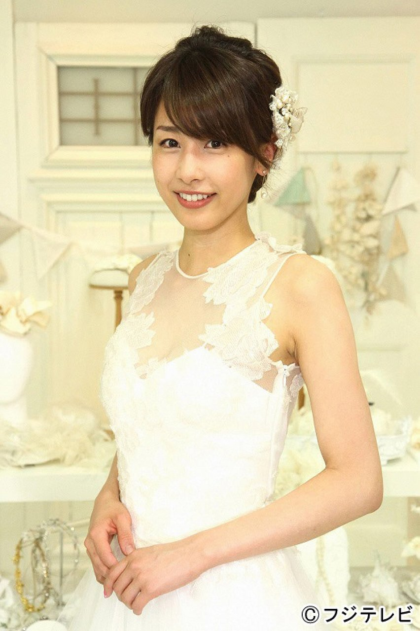 ウエディングドレスを着た加藤綾子アナ
