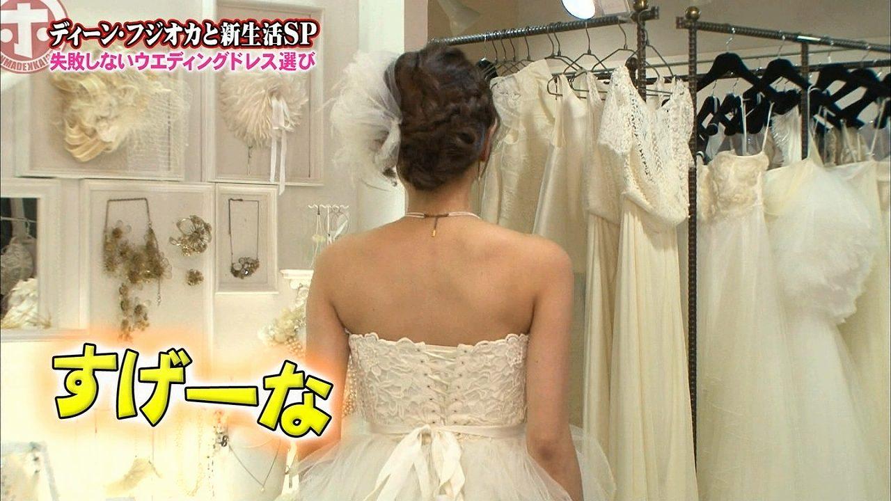 「ホンマでっか!?TV」でウエディングドレスを着た加藤綾子アナの背中