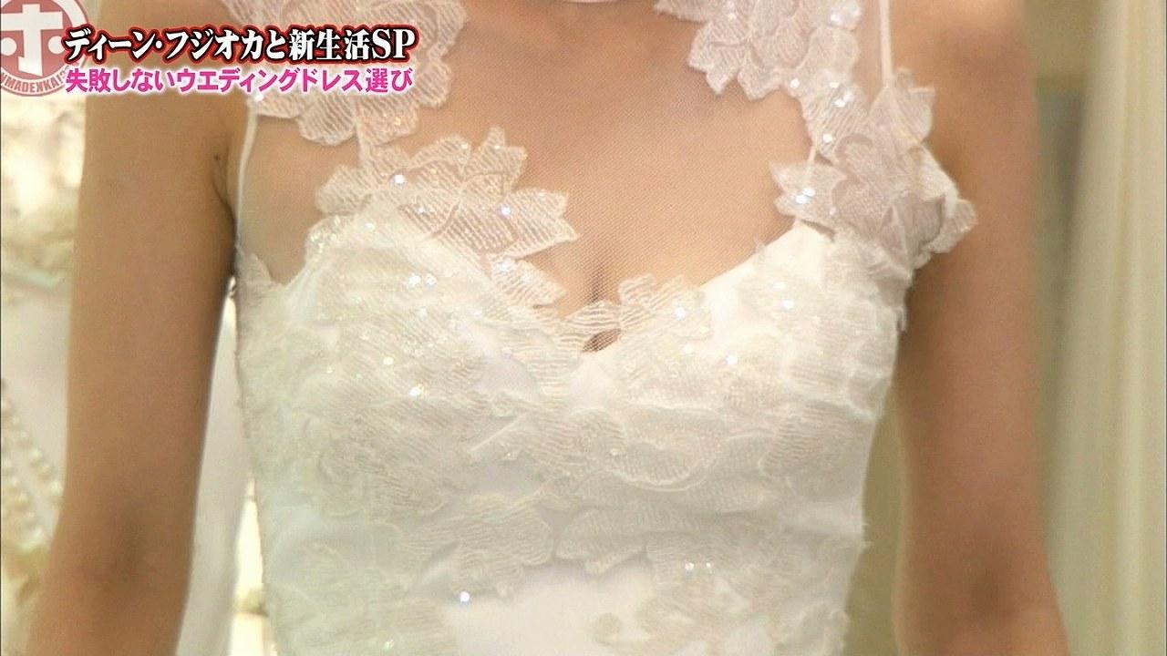 「ホンマでっか!?TV」で胸元がスケスケのウエディングドレスを着た加藤綾子アナ