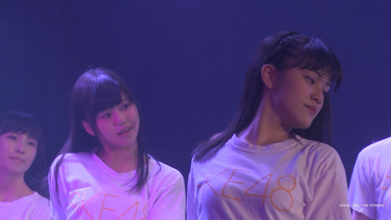 Tシャツを着た竹内彩姫の着衣巨乳