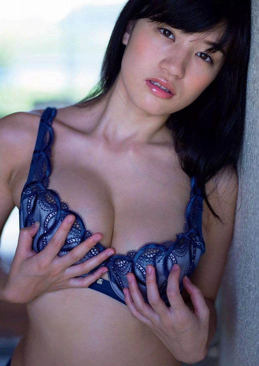 「週刊プレイボーイ 2015 No.16」高崎聖子の下着グラビア