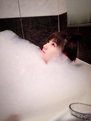 入浴中の岡田奈々の全裸写メ