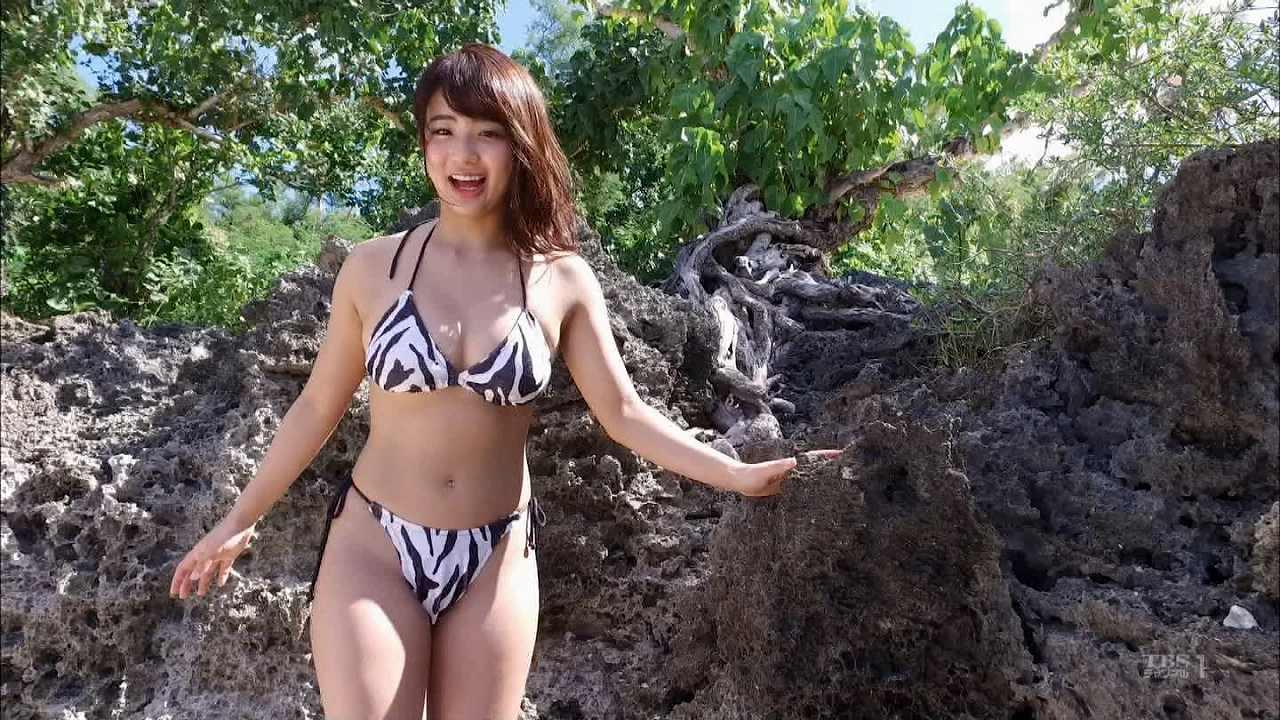 ビキニの水着を着た平嶋夏海