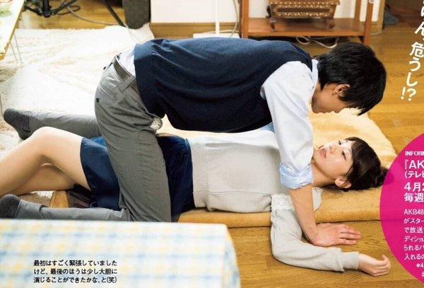 テレビ朝日のドラマ「AKBラブナイト 恋工場」のラブシーン、男に馬乗りされてる柏木由紀