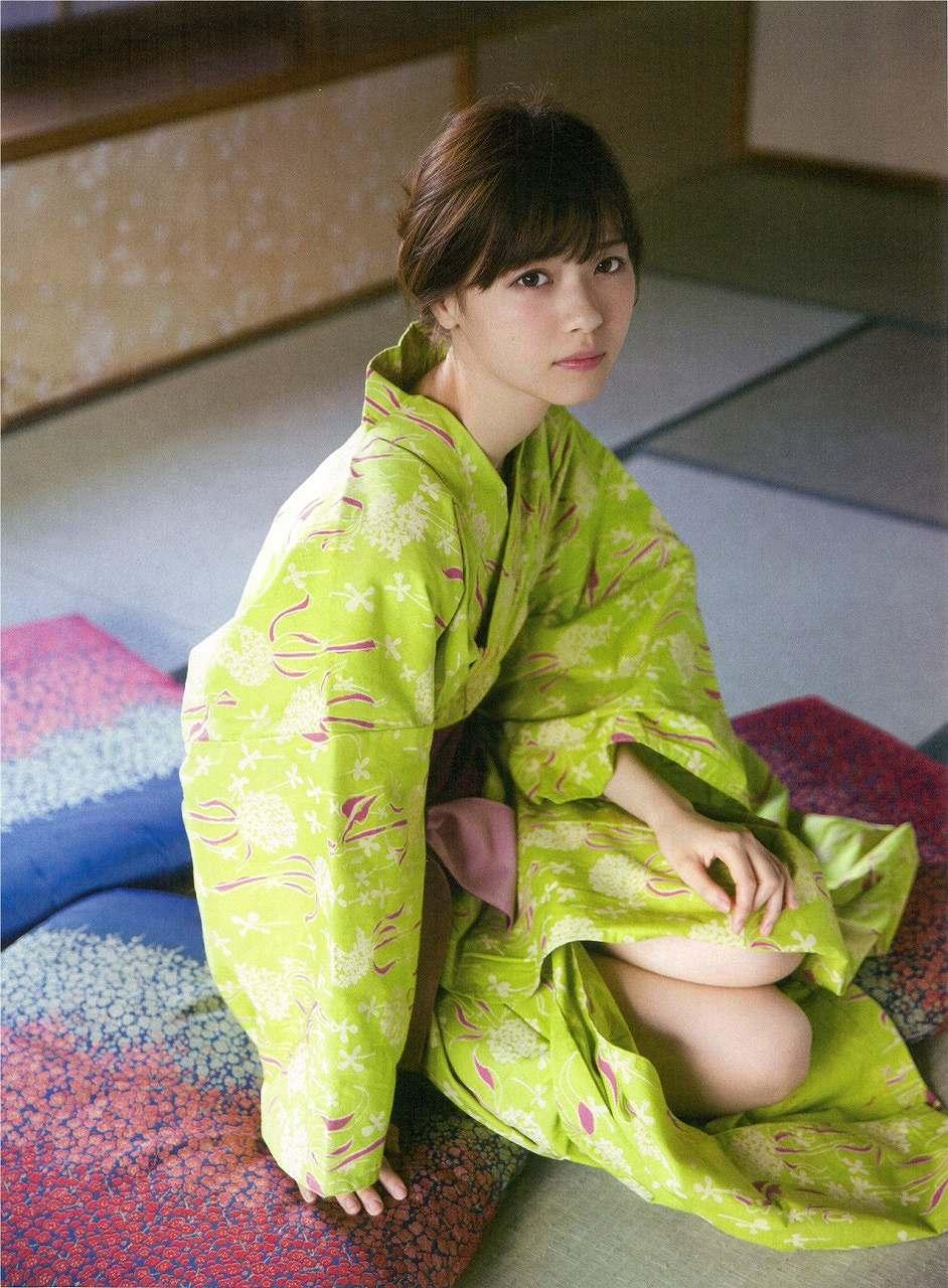 「週刊ヤングジャンプ 2015 No.50」西野七瀬の浴衣太ももグラビア