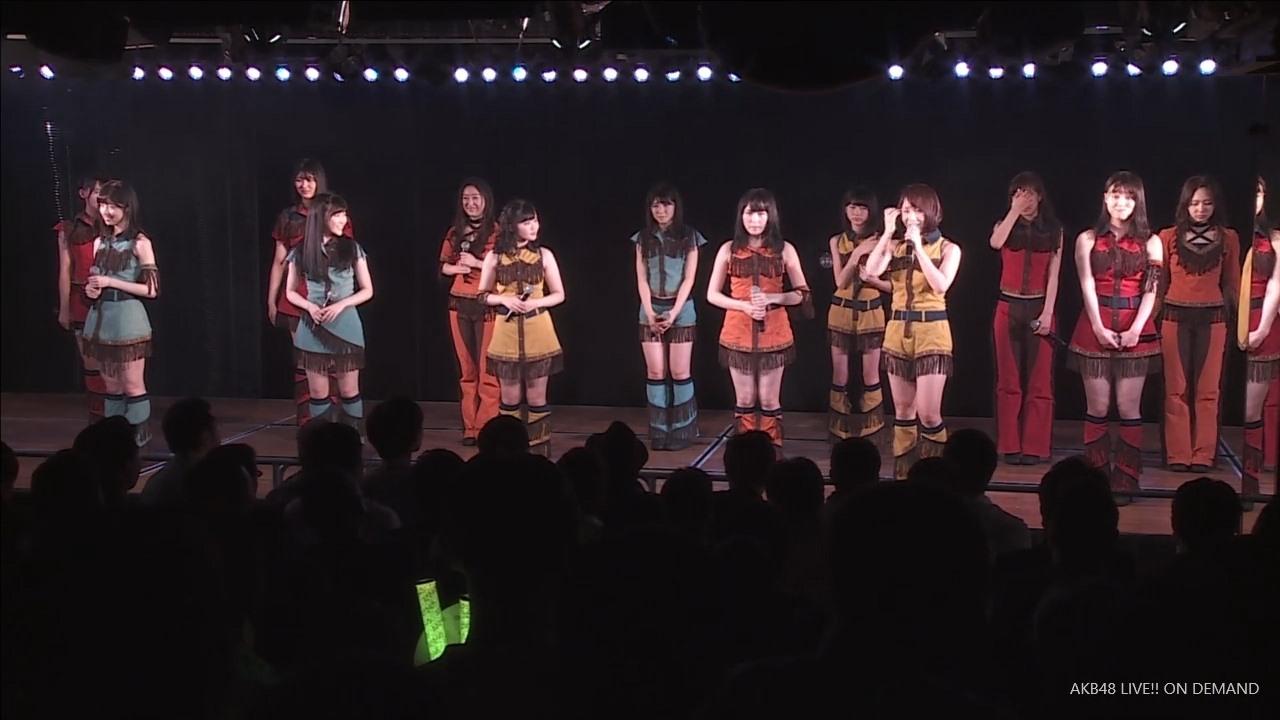 劇場公演でマンスジが見えまくる衣装を着て股間を隠す村山彩希