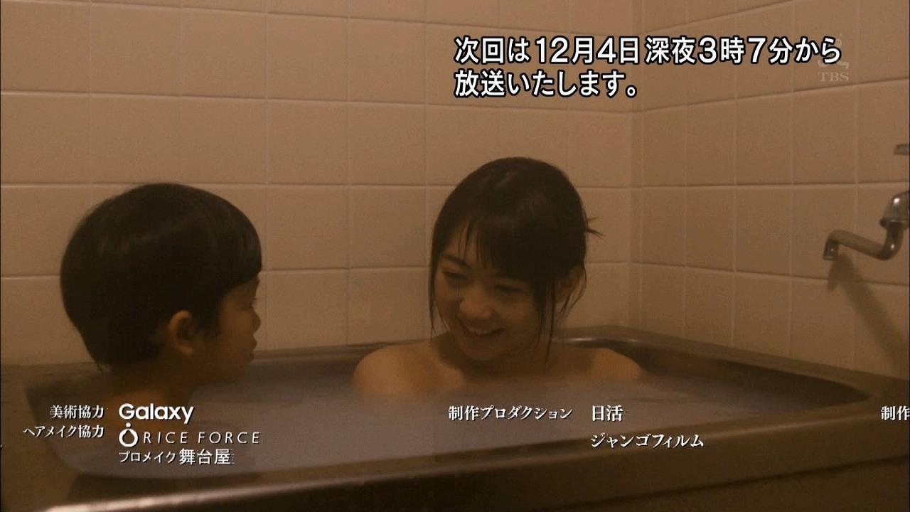深夜ドラマ「劇場霊からの招待状」で男児と一緒にお風呂に入る木崎ゆりあ