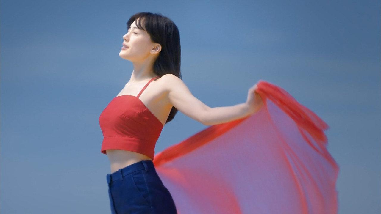 「SK-Ⅱ 運命よりも、きれいになろう。~運命を変える一歩~篇」綾瀬はるかの着衣横乳