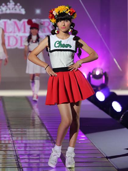 東京トップキッズコレクションでランウェイを歩くJSモデル