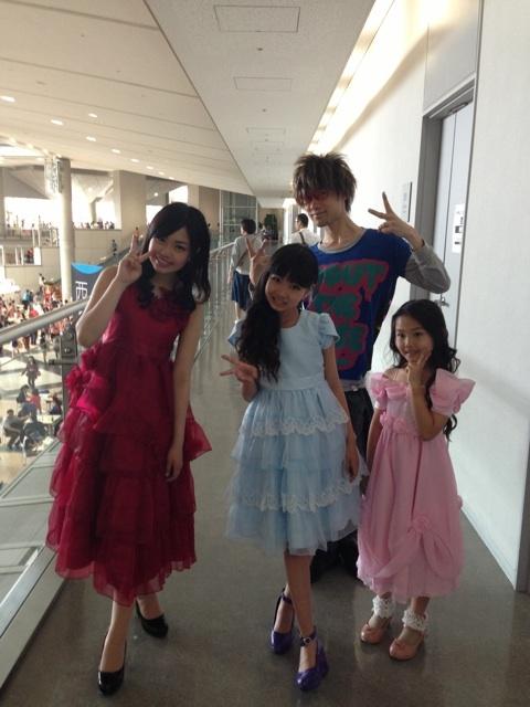 ドレスを着た女子小学生