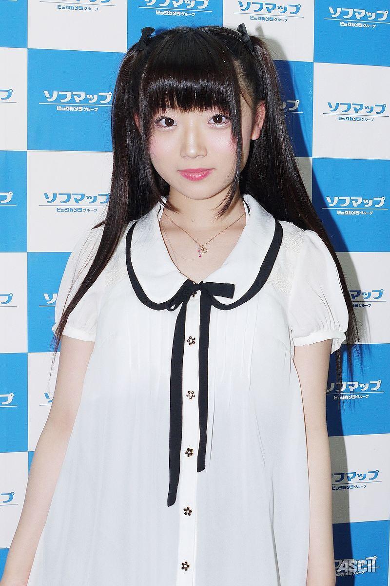 DVD「Like a Angel」の発売記念イベントでソフマップに登場した和泉ひより